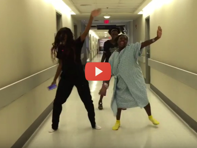 Mum Dances During Labour To Watch Me (Whip / Nae Nae)