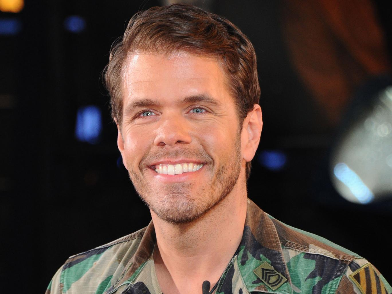 Perez Hilton Has Shower With Son Posts Selfie Angers Parents Everywhere