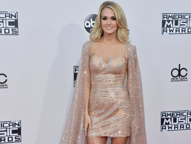 Carrie Underwood Sizzles on AMA Red Carpet