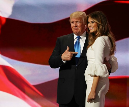 celebrities melania trump postpones moving into white house