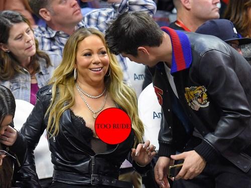 Mariah Carey suffers embarrassing nip slip