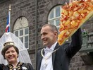 IMPORTANT: The president of Iceland wants to ban pineapple pizza and the world is torn