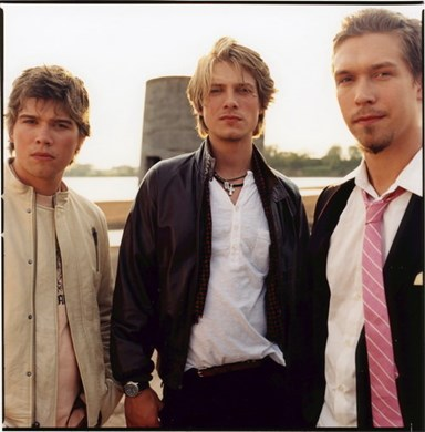 Hanson are making a comeback and they're Mmmbopping their way to Oz