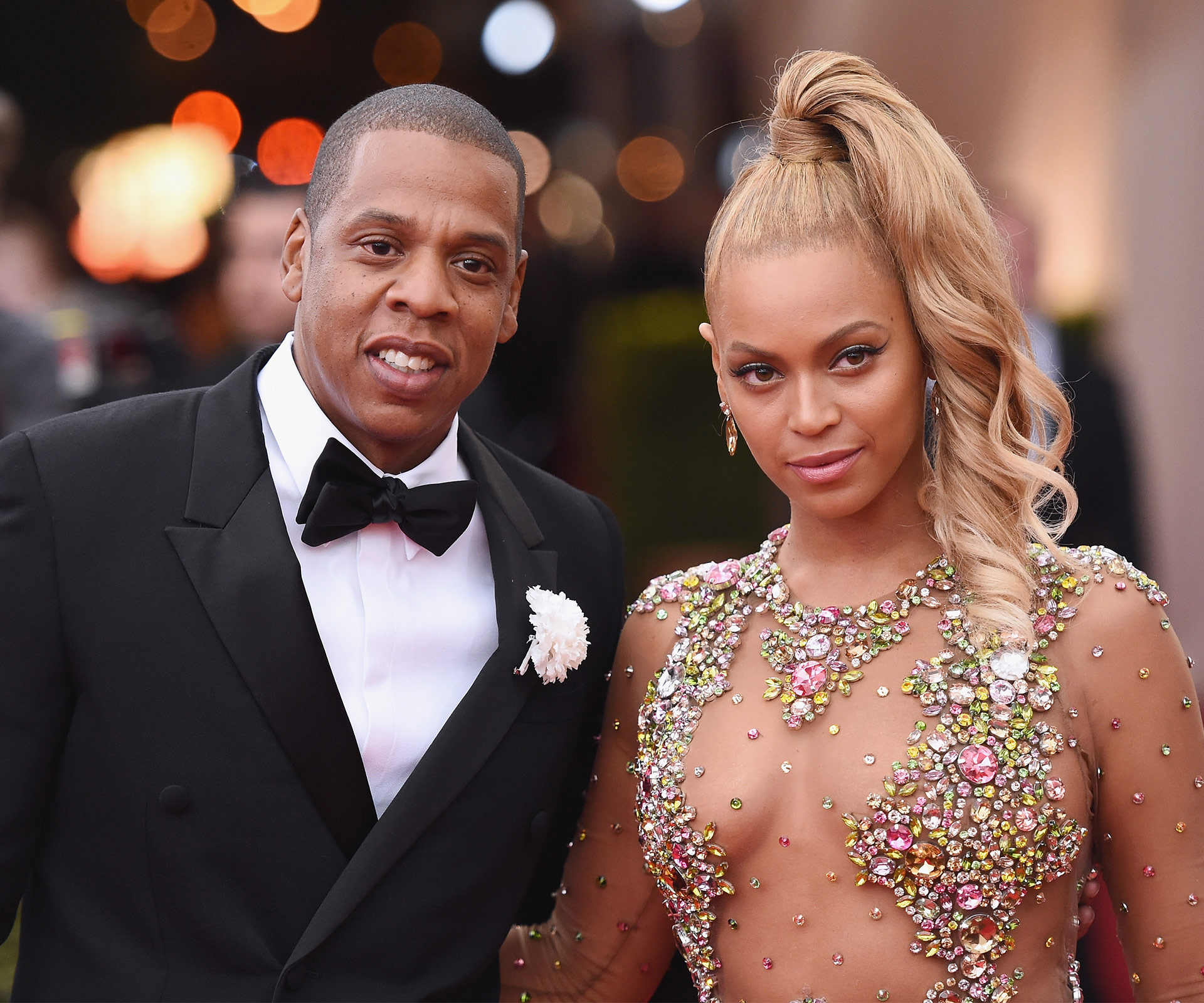 Beyoncé reveals her newborn twins to the world in flamboyant picture