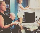 Pink cooks with her kids and gets mum-shamed for it... Do you agree?