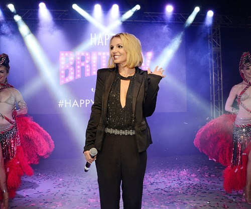 oops she did it again Oops, she did it again britney spears suffers a nip-slip during her las vegas show as amy poehler cheers her on from the crowd by dailymailcom reporter.