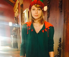 Taylor Swift dressed up as elf for Christmas
