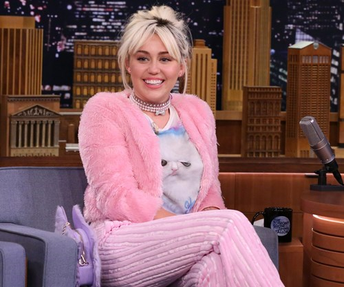 Miley Cyrus wears Hemsworth T-shirt | Woman's Day
