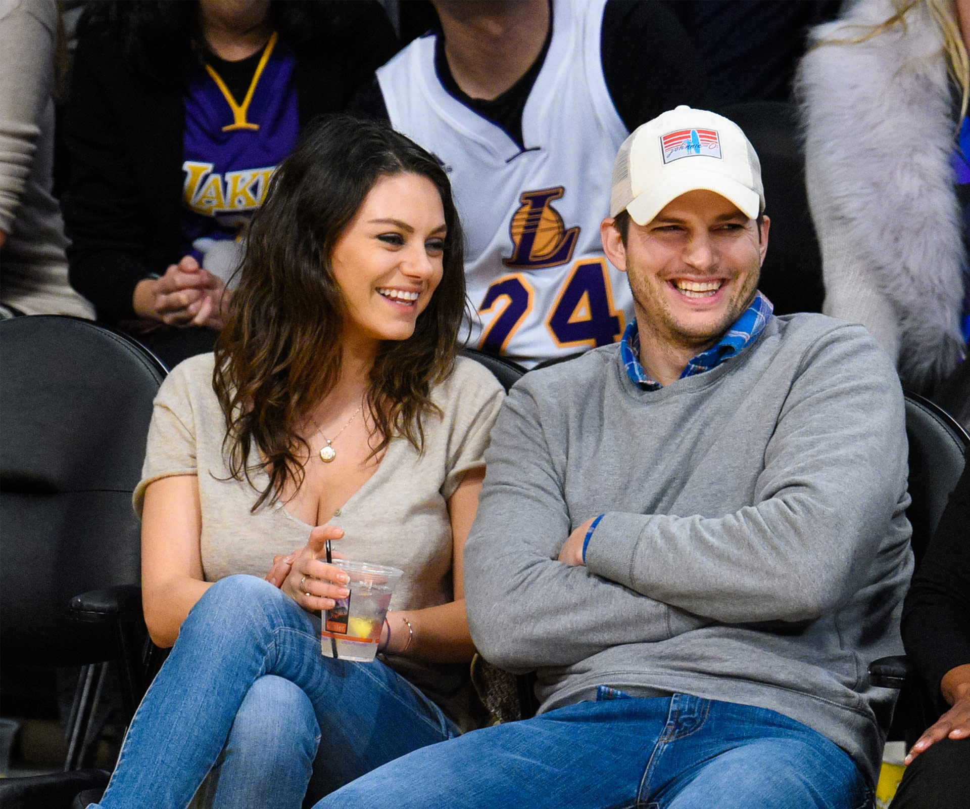 Mila Kunis hides her ring