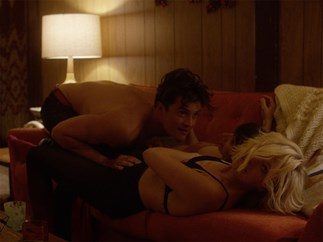 Orlando Bloom has a threesome scene in Netflix show Easy.