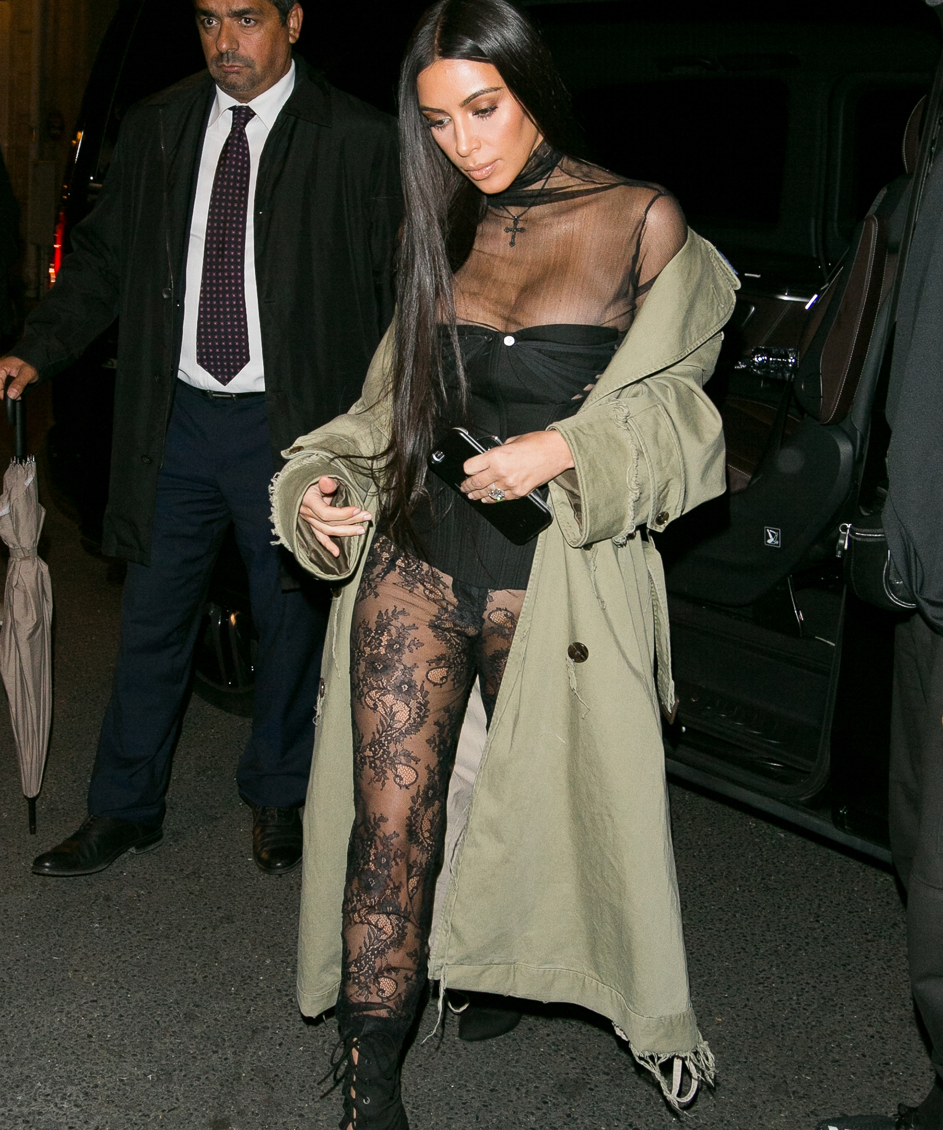 Kim Kardashian Spends the Day Shopping in Paris With Naomi Campbell