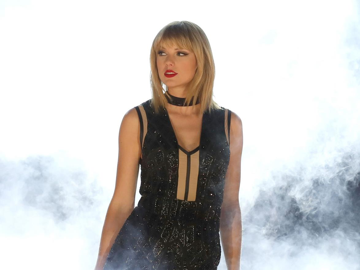 Taylor Swift gets Ryan Reynolds' help on Deadpool costume