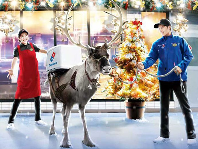 Reindeer are delivering Domino's pizza in Japan