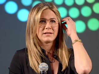 Jennifer Aniston confronts a Rachel Green impersonator on SNL