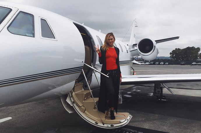 Karlie Kloss is actually #everythinggoals as she poses for a snap before boarding her private jet ~le sigh~.