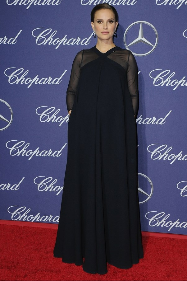 Natalie Portman looks stunning (as always) and continues to offer sophisticated maternity outfit inspo.
