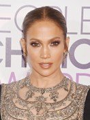 J.Lo used two super cheap lippies for her People's Choice Awards beauty look