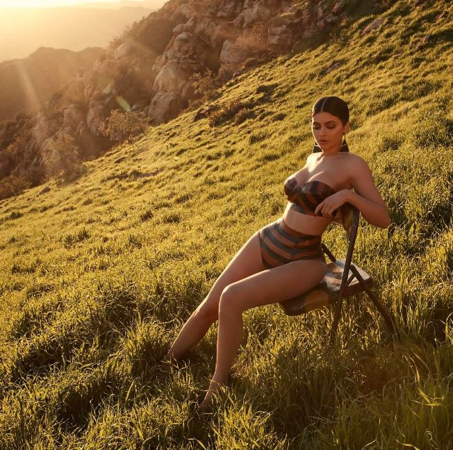 Kim 'Flips Out' On Sister Kylie Over Copycat Paper Magazine Photo