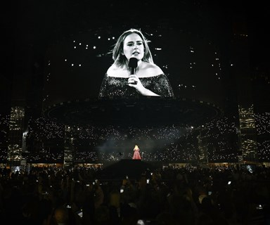 Adele Stops Melbourne Concert To Help Gay Couple Get Engaged