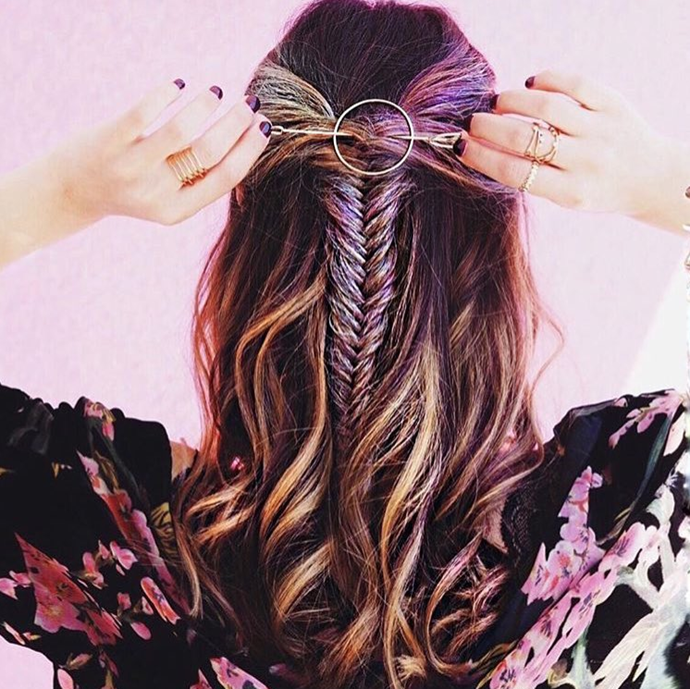 """Fashion blogger Sofya showed us how to do a metallic fishtail braid. Simply paint on pink and green hair chalk spray.    [@Lacouleurdumoment](https://www.instagram.com/p/BS9RkoDlHmQ/?taken-by=lacouleurdumoment