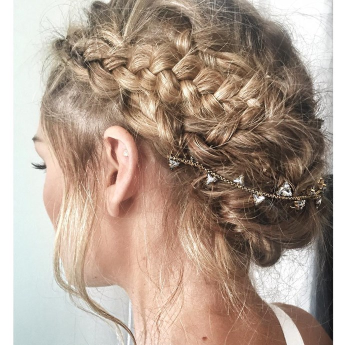 If you don't have a comb hair accessory like this, simply use a necklace and secure it to your updo with a few hair pins.