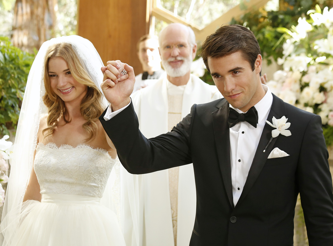 Emily VanCamp and Josh Bowman are engaged
