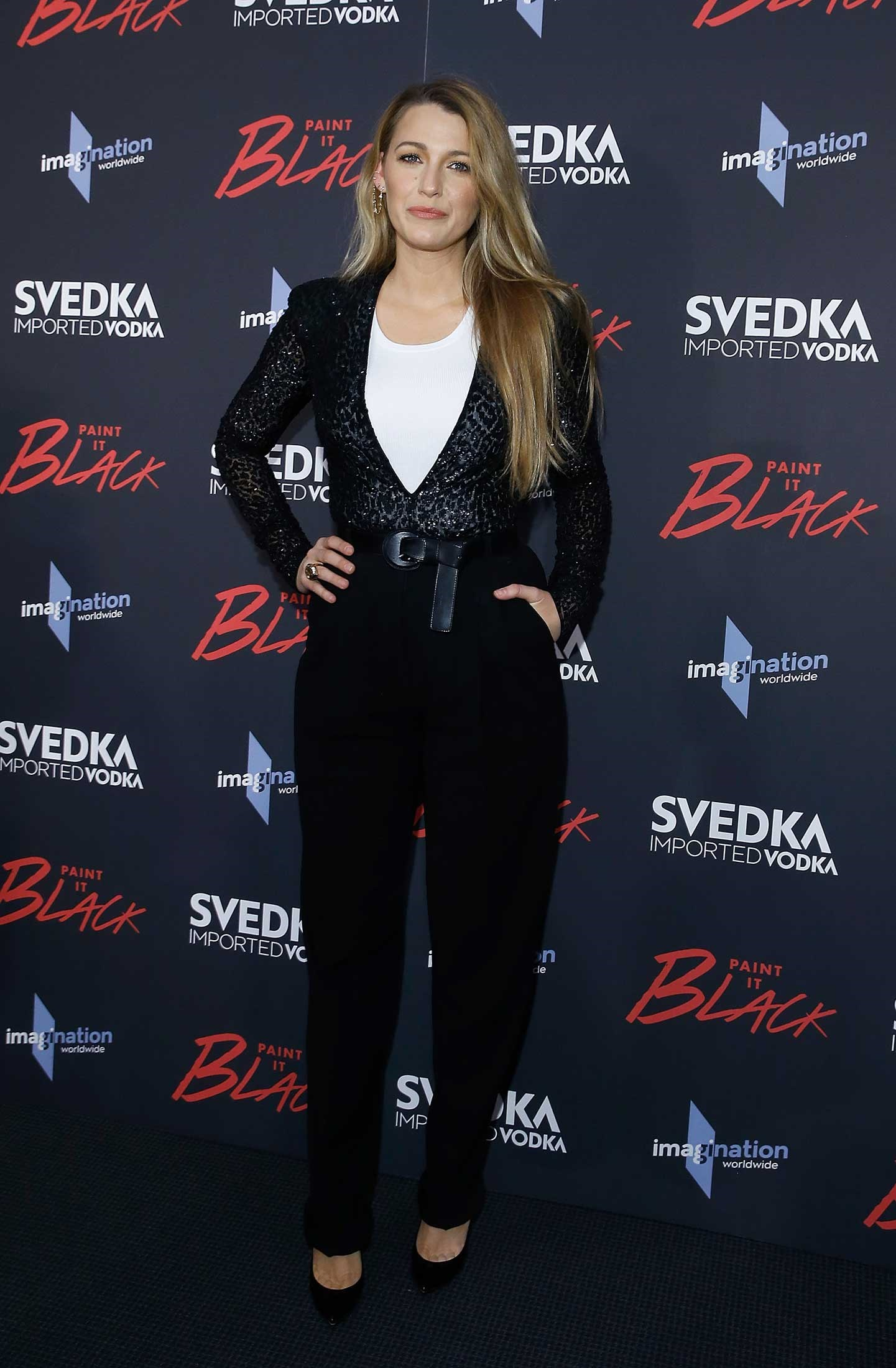 Blake looked chic AF in this sexy power suit sitch, proving she can wear literally ANYTHING.
