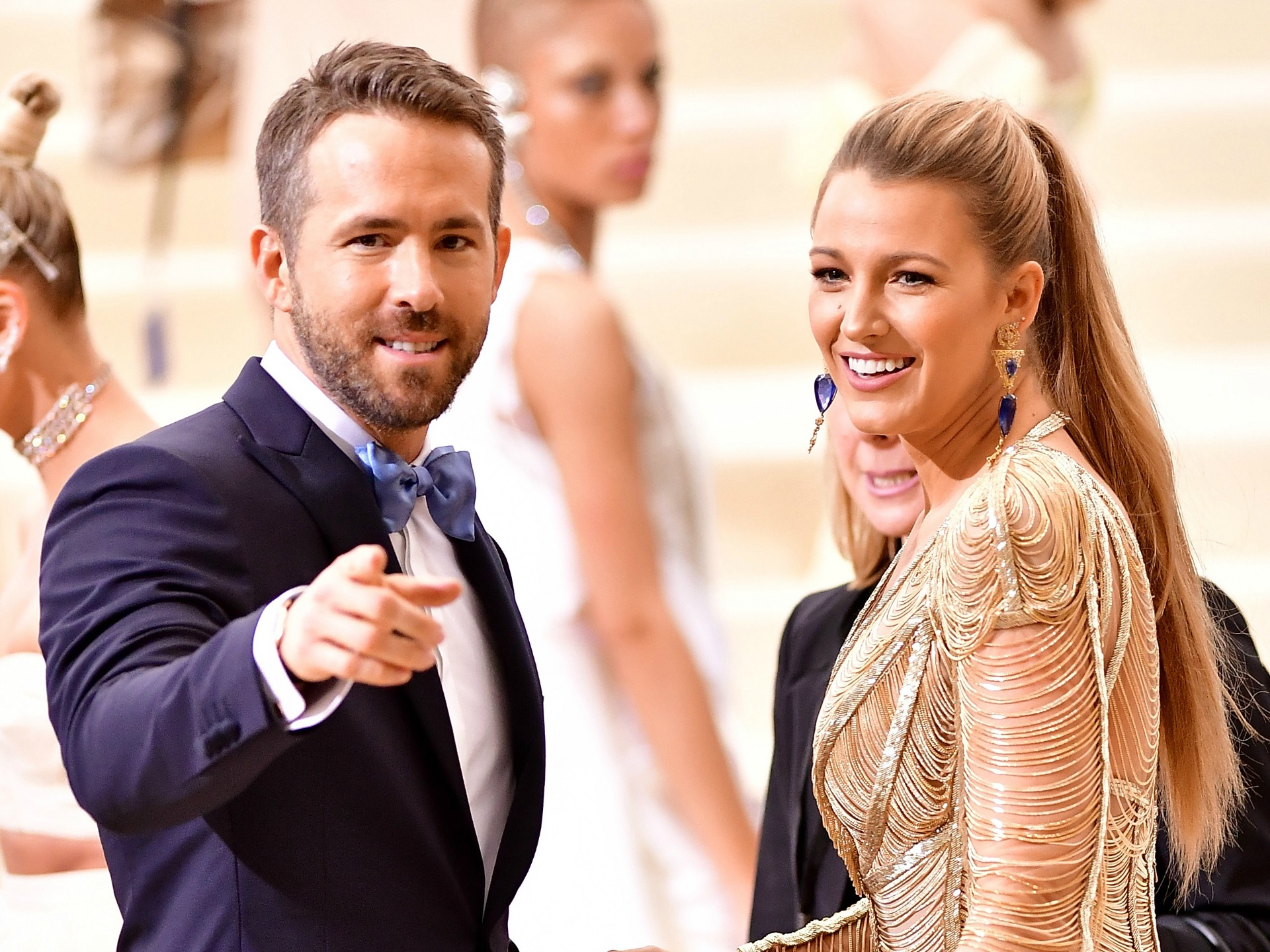 Ryan Reynolds hilariously helps a teenager get back at her ex-boyfriend