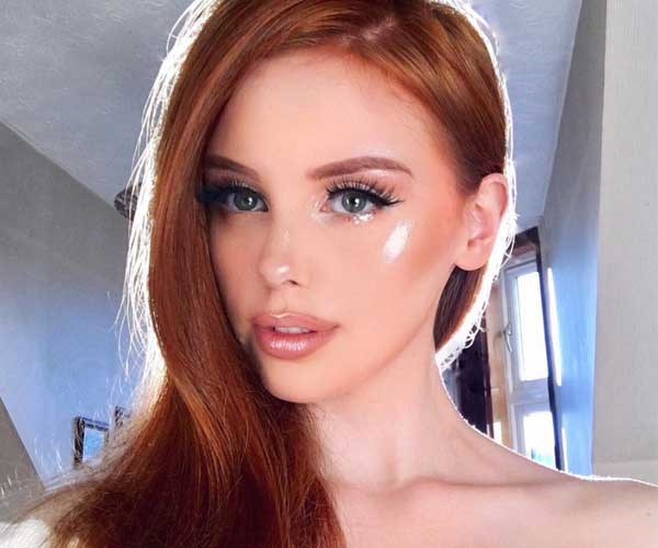This Instagrammer's highlighter hack is so extra, it requires an actual Swarovski crystal