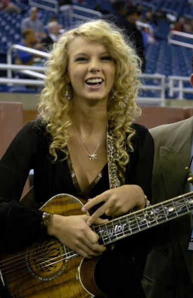 Fetus Taylor swift, circa 2006, always sported her signature natural blonde curls and was NEVER seen without her trusty guitar. #CountryVibes.