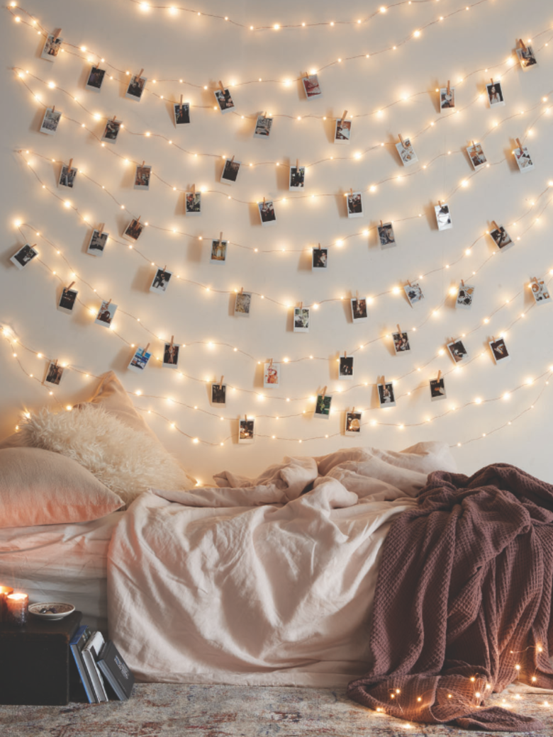 """**Fairy light picture wall** If there's one thing you should do today, it's this. So lit. LOLZ. Via [Elleadore](http://www.elleadore.com/article/reperes-sur-pinterest-10-42103/