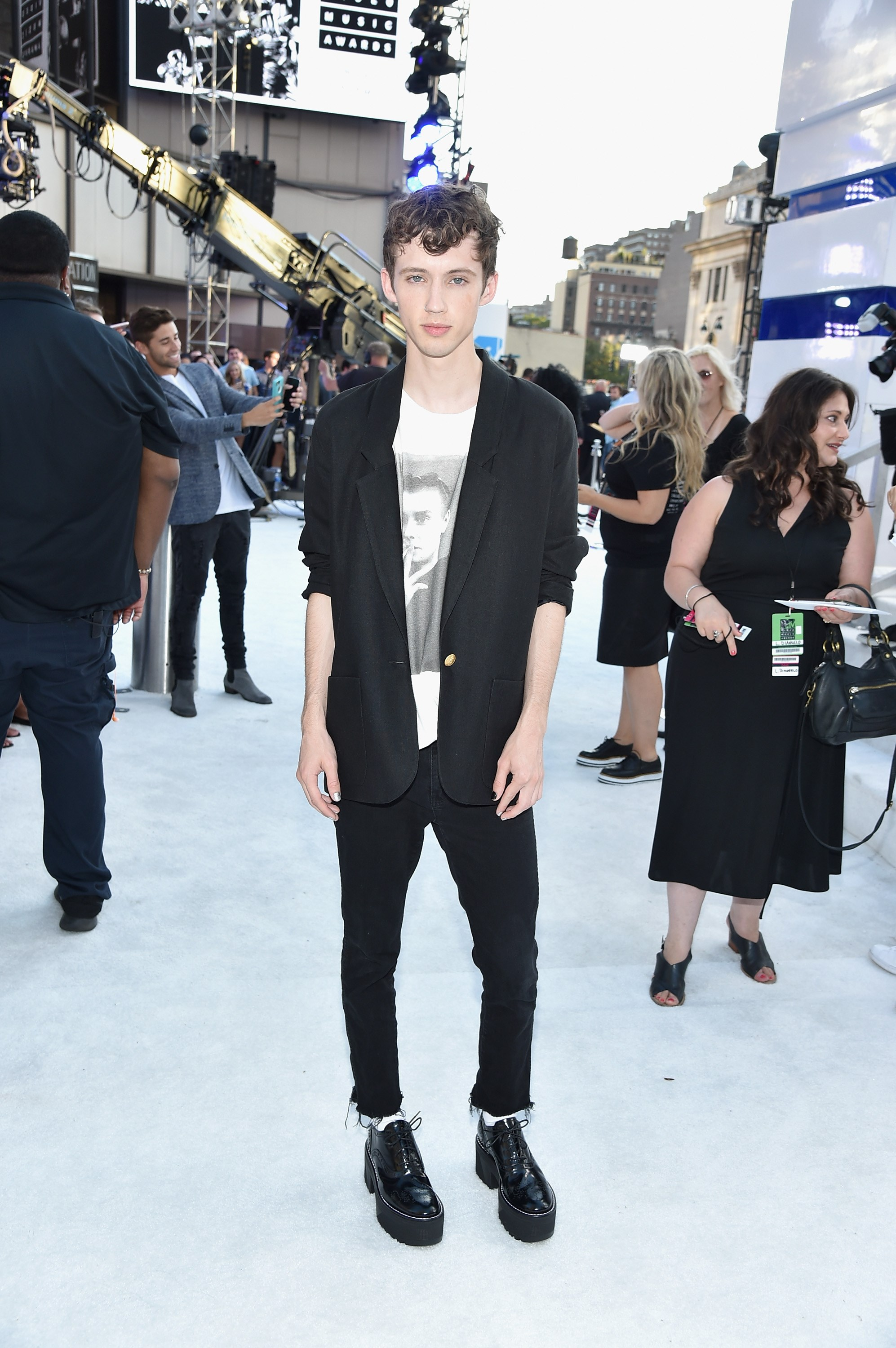 "Fresh off the reveal of his [*V Magazine* cover with model Taylor Hill](http://vmagazine.com/article/face-the-music-troye-sivan-taylor-hill/|target=""_blank""