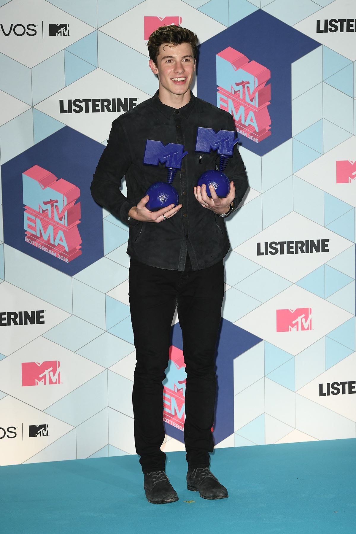 YAS BOY! Shawn Mendes totally cleaned up.