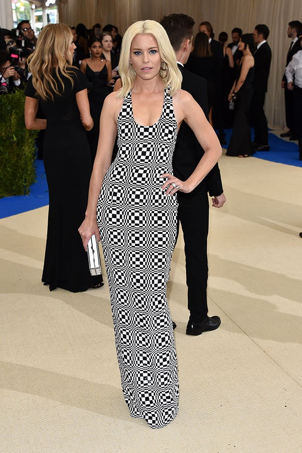 Elizabeth Banks in Michael Kors.