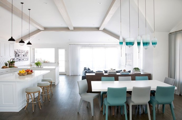 "**TEAL ACCENTS** <BR><BR> *Design by [Erin King Interiors]( https://deringhall.com/interior-designers/erin-king-interiors|target=""_blank"").*"