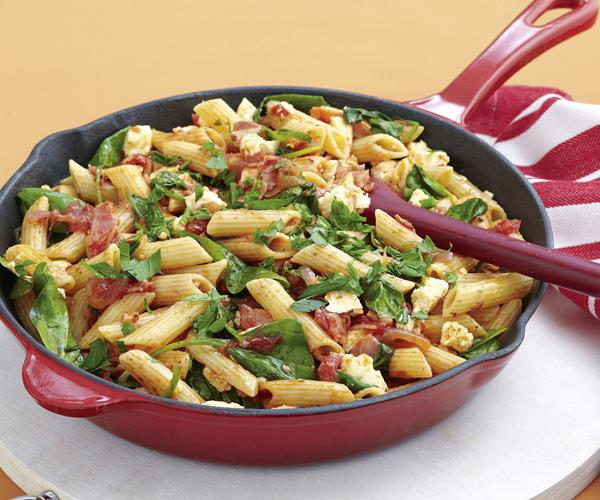 Penne with bacon, tomato and spinach