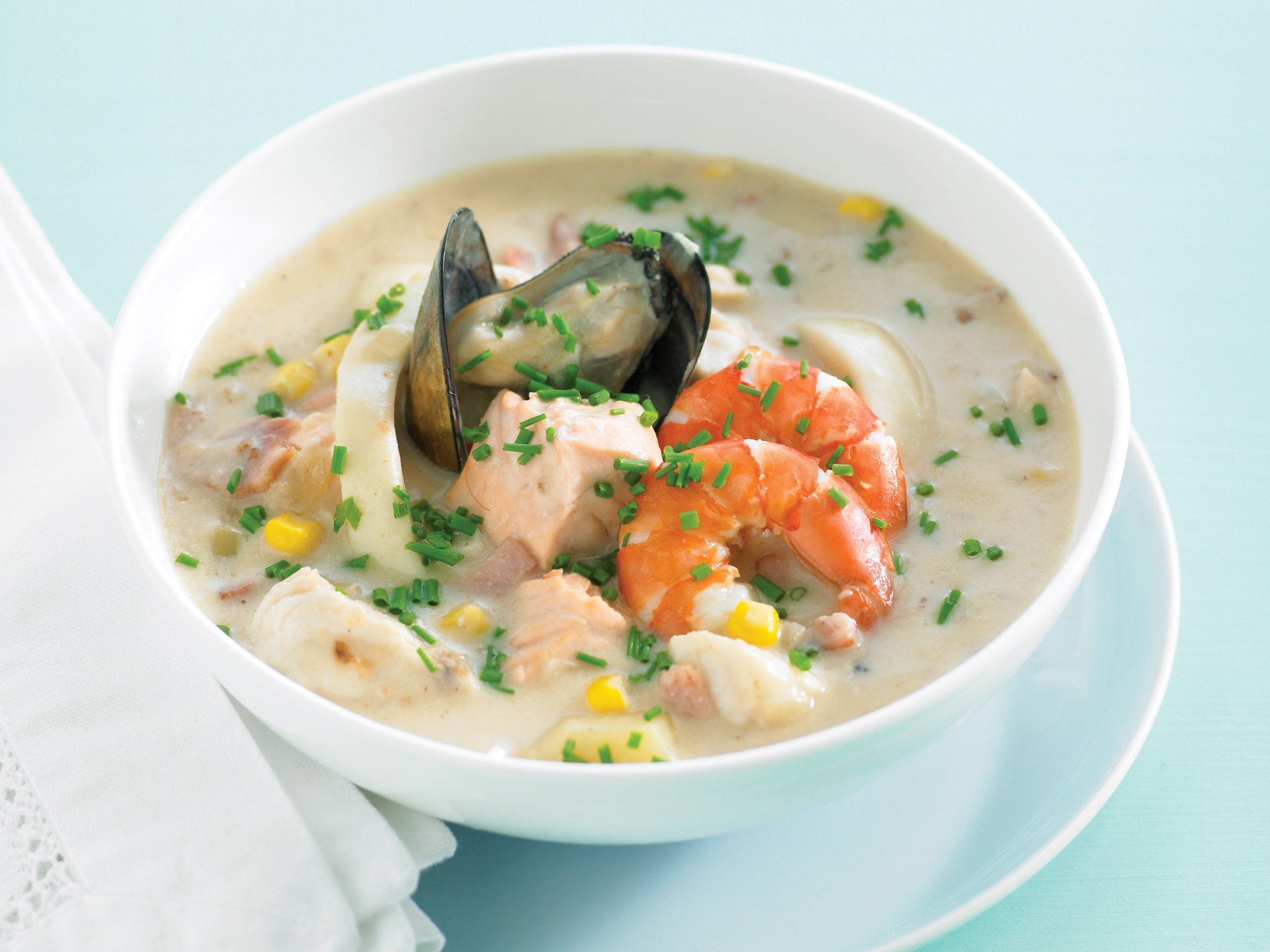 What 39 s in seafood chowder for Best fish soup