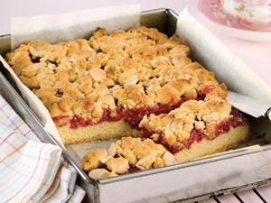 Raspberry and almond streusel slice