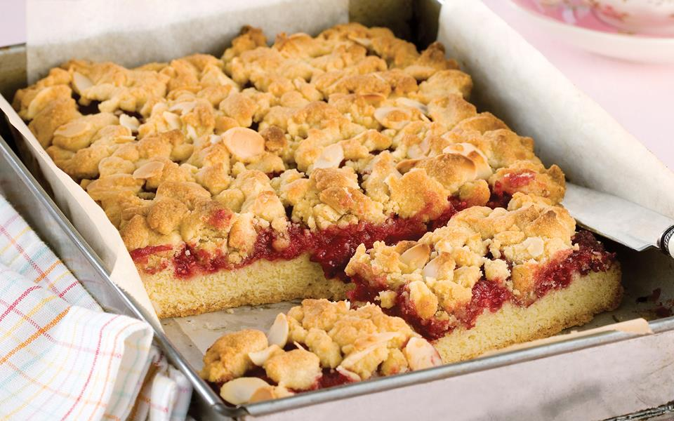 Raspberry and almond streusel slice recipe | FOOD TO LOVE