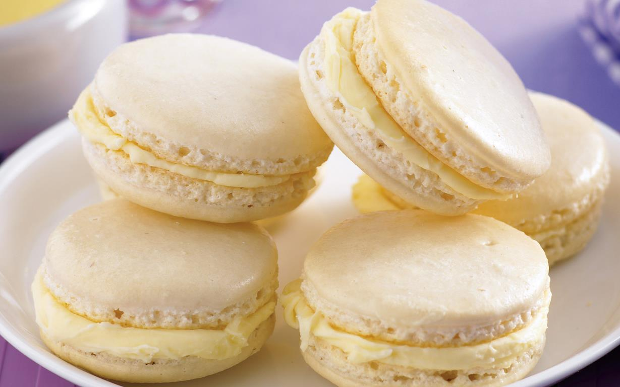 White chocolate and vanilla macarons recipe | Food To Love