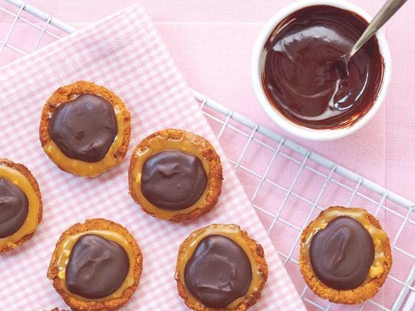 Caramel peanut tarts