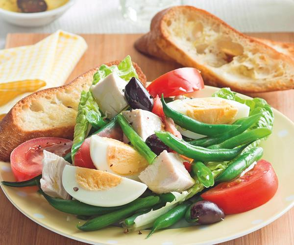 Chicken nicoise salad with garlic toast recipe | Food To Love