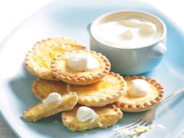 Lemon custard tarts