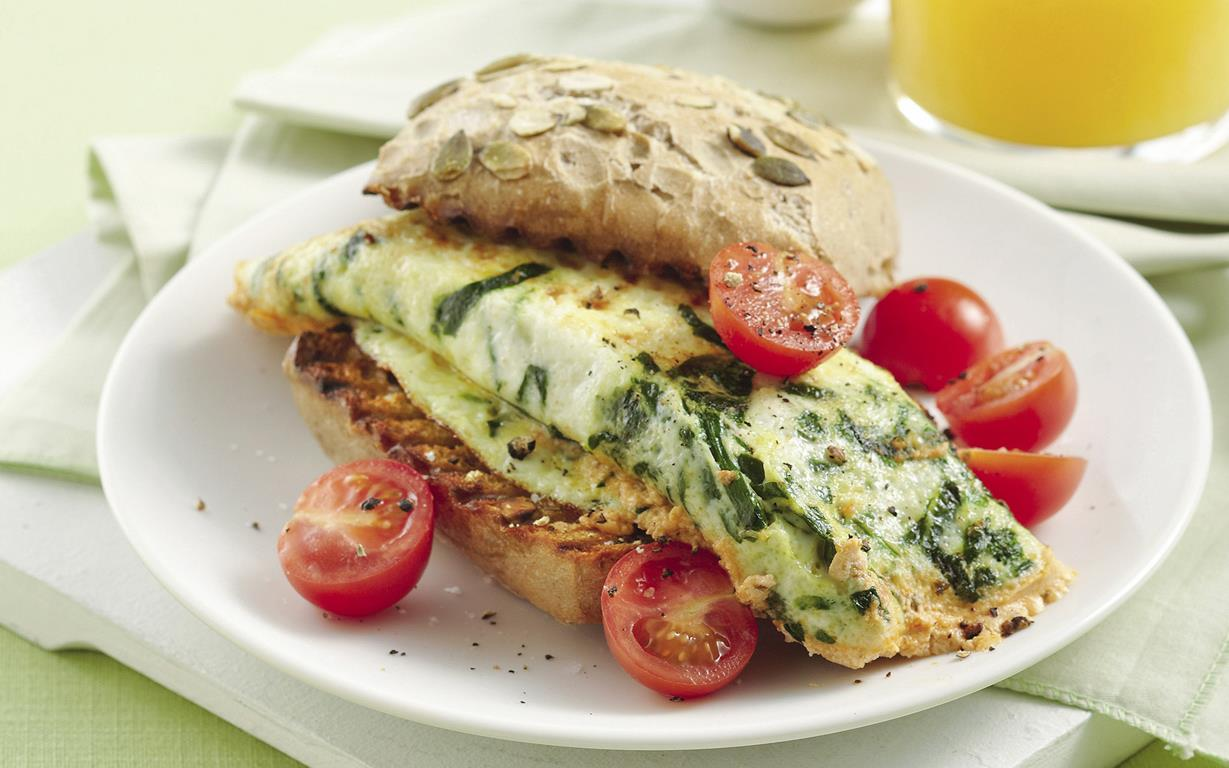 Rolled spinach and ricotta egg white omelette recipe food to love rolled spinach and ricotta egg white omelet forumfinder Images