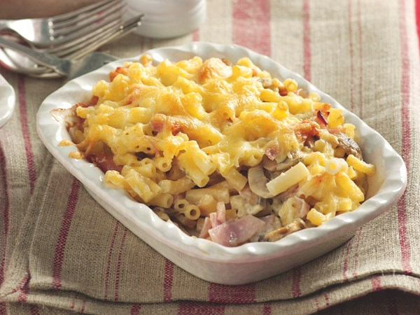 Cheesy macaroni with mushroom and ham