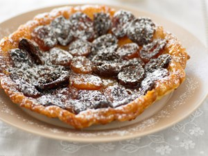 Apricot and fig tarte tatin