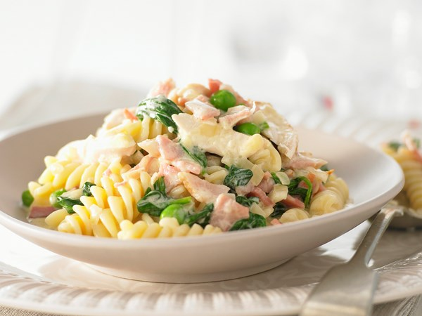 Creamy chicken, bacon, pea and spinach pasta