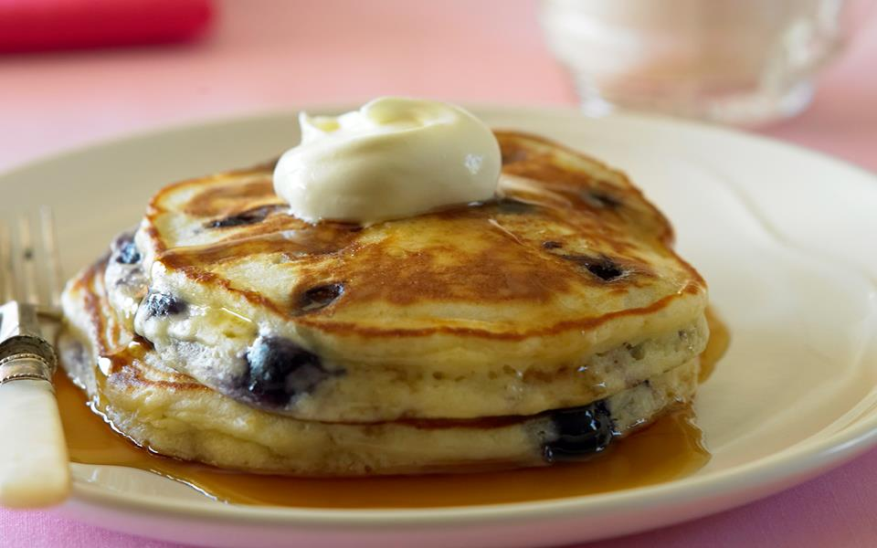Blueberry buttermilk pancakes recipe | FOOD TO LOVE
