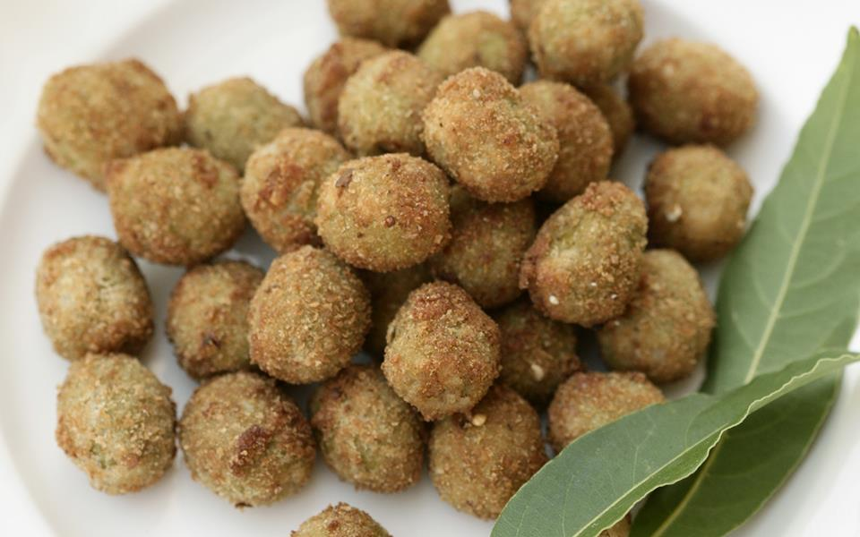 Fried stuffed olives (olive farcite fritte) recipe | FOOD TO LOVE