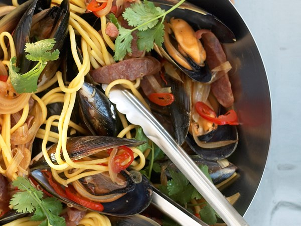 Mussel and lap chong stir-fry